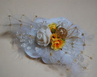 White and gold brooch for wedding, tie shawl bride with white feathers
