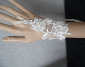 fingerless gloves, pair of light ivory lace wedding Bridal Gloves beads sequins ceremony