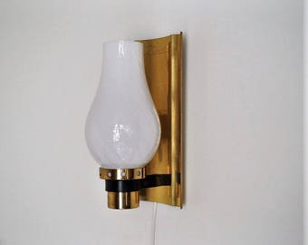 Lovely vintage brass wall light - Scandinavian design from the 1960s