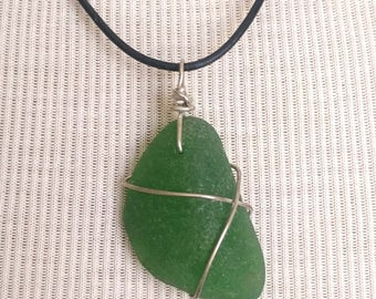 Kelly Green Sea Glass Necklace/Pendant/Chic/Sterling Wire Leather/Jewelry/Urban Boho/Maine/Sea Swag