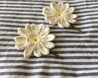 Crochet daisy hairclips/pins