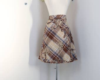 1990s Skirt - Plaid Floral A-line Skirt - Embellished - Elastic Waist - Textured Appliqué - Cotton Summer Spring Skirt - Size Small/Medium