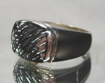 Vintage Sterling Silver Band Ring Sz 8 M35