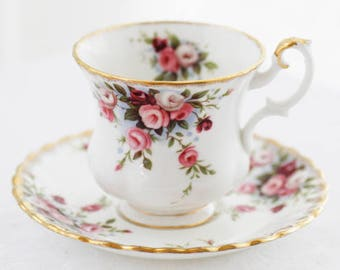 Sweet Royal Albert England teacup-and-saucer (Small-version Ladies'size) 'Cottage Garden', pink roses upon blue/white background