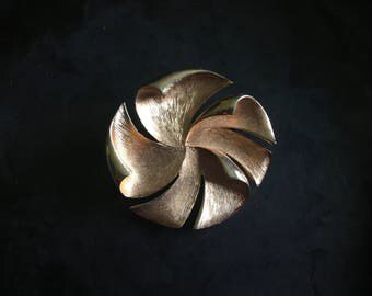 Vintage large, gold tone brooch. Gestural pop in gold textured metal
