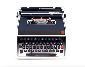 Olivetti Lettera DL typewriter, Olivetti typewriter, working typewriter, portable typewriter, black and grey typewriter, vintage, qwerty.