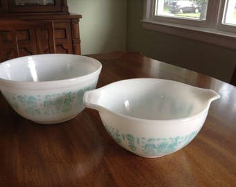 Small Amish Butterprint Bowl Duo