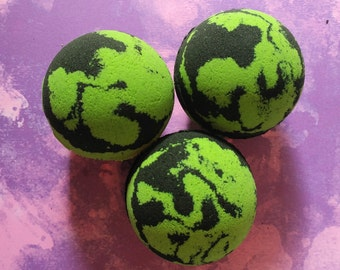 1 Green Tea / Bath Bomb / Black Bath Bomb / Gift / Witches Brew / Black / Bathbomb / Bath Fizzy / Spa / Green And Black / Bath and Body /