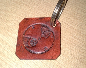 Keychain leather natural gear pattern