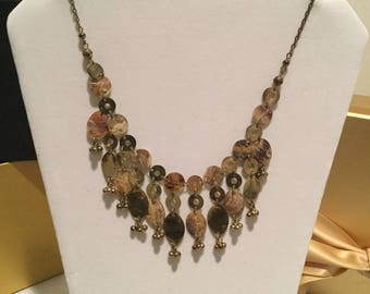 "19"" Beige & Gold Necklace w/Earrings."