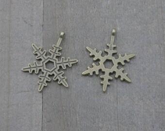 10 PIECES Antique bronze snowflake charm, Snowflake charm, winter charm, holiday charm, Christmas charm, winter, winter wonderland K02515