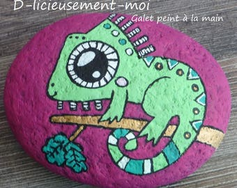Pebble paperweight of a chameleon hand painted
