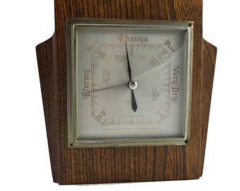 Lovely vintage art deco barometer in oak frame