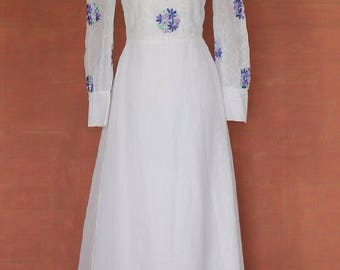 Vintage 70s White Wedding Dress Gown Belle Victorian Edwardian Ball Theater Hippie Embroidery Floral S