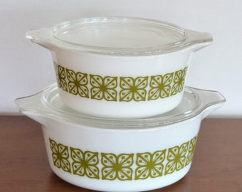 Set of 2 Matching Pyrex Casserole Dishes with Lids/Glass Bakeware/ Glass Cookware