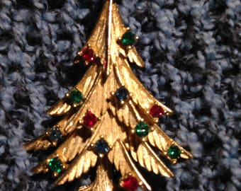 Vintage Brushed Gold and Rhinestone Christmas Tree Brooch Signed Trifari