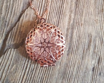 Round filigree locket