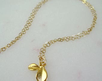 Dainty Gold Flower Petal Necklace / Delicate Gold Daisy Petal Necklace / Gold Flower Necklace / Tiny Petal Charm / Thin Gold Chain AD040