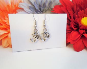 Om symbol earrings, ohm, spiritual yoga jewelry, cute and simple earrings, silver color, cheap and affordable yogi gift, meditation symbol