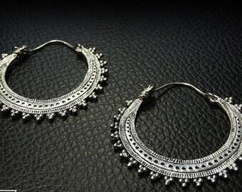 Gorgeous 925 sterling silver hoop earrings
