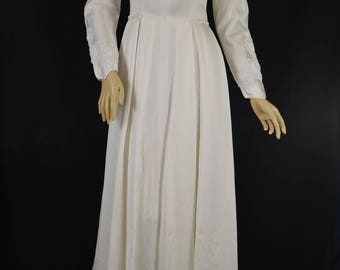 1950s satin and lace trimmed bridal gown with train
