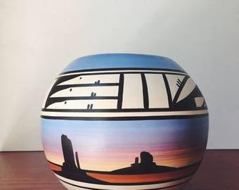 navajo pottery / Native American pottery / southwestern pottery