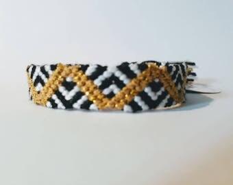 model: golden flashlight (friendship bracelet 10 wires)