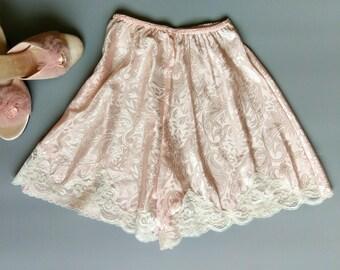 pale peach pink lace trim tap pants / 1980s lucie ann lounge lingerie / xs small