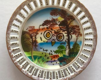 Cute little owl: Handpainted, vintage, souvenir, wall plate with owl motif