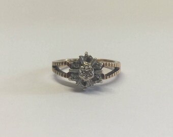 9ct Gold Diamond Cluster Ring In Star Style Design
