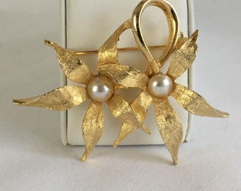 Brushed Gold Tone Flowers With Pearl Center Vintage Brooch Pin (Very Similar to my Avon Leaves and Pearls Set)