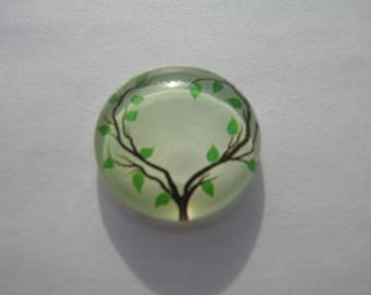 With its tree pattern 20 mm cabochons