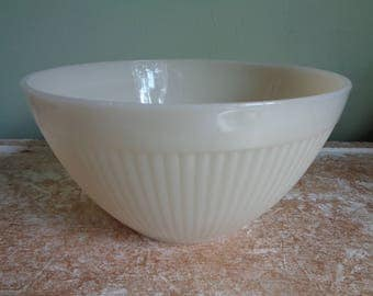 Ivory Jane Ray Mixing Bowl, Anchor Hocking, Fire King