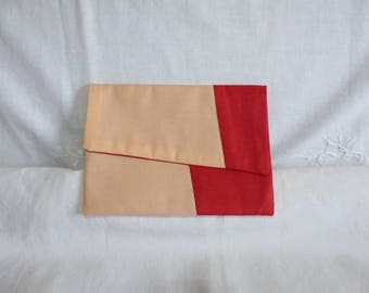 Flat clutch with flap