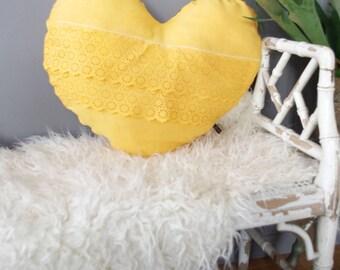 coussin boh me chic en tissus beige cru et marron. Black Bedroom Furniture Sets. Home Design Ideas