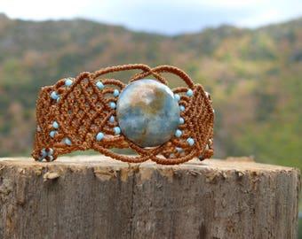 Macrame bracelet with a blue onyx and seed beads