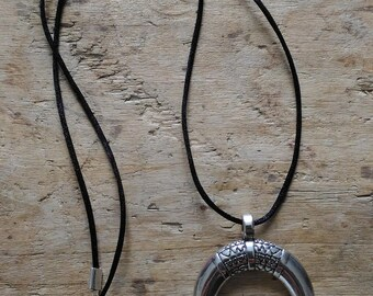 Necklace shape horn or Crescent silver color