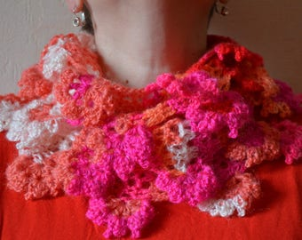 A new snood very original and colorful crocheted flowers-lined