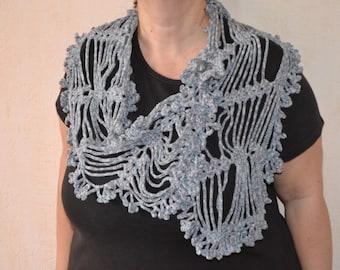 Original scarf with broochs