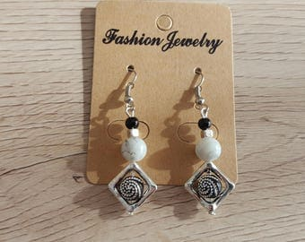 Earrings hook and silver metal bead, marbled white glass pearl beads and silver