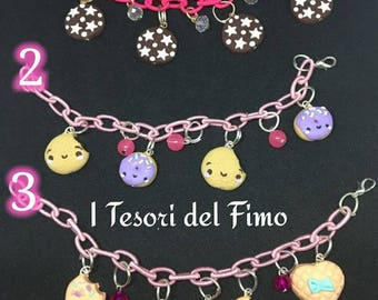 Bracciale di tessuto con dolcetti in fimo, pan di stelle, dolcetti / Bracelet with sweets in polymerclay, pan di stelle, biscuits, sweets