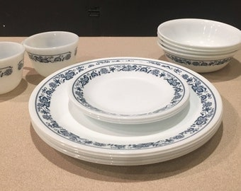 Lot of 14 pieces Corelle Old Town Blue Onion dishes