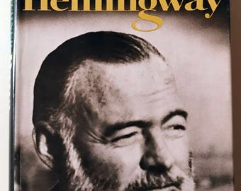 1966 Papa Hemingway by A.E. Hotchner book dust cover Ernest Hemingway illustrated