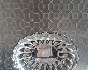 """Reed & Barton """"Holiday 110"""" Scalloped Silverplate Platter 15"""" width"""