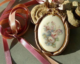 Victorian style necklace, ceramic pendant of Limoges, flowers