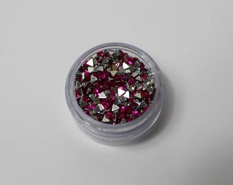 3gr triangle 3mm fuchsia pink rhinestones has paste (approx 900 rhinestones)