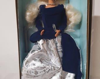 1995 Winter Velvet Barbie Doll (15571)