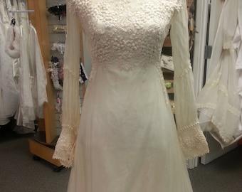 Vintage 1960s Wedding Dress - size 6