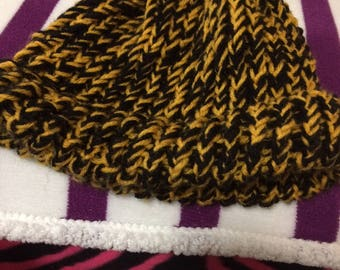 "8"" Adult Knitted Beanie"