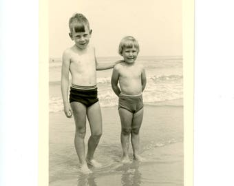 Vintage photo - on the shore - Original Vintage Photos from PhotoTrouvee - 1950s found photo